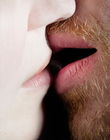 Elinor Carucci, Kiss, 2017