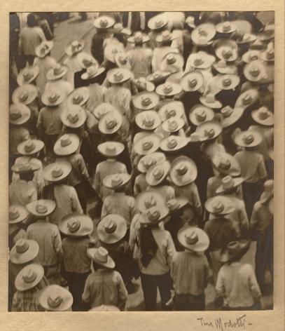 Tina Modotti, Campesinos (Workers' Parade), 1926