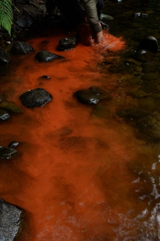Andy Goldsworthy Red river rock Dumfriesshire, Scotland 19 August 2016, 2016 Digital video. Colour, sound Running time: 9:44 Edition of 6 with 1 AP (GP2354)