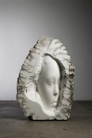 Jaume Plensa LUCIA (nest), 2021 Alabaster 57 1/2 x 40 1/8 x 20 1/2 in (146 x 102 x 52 cm) 874 kg (GL15060)