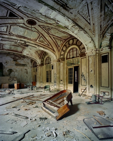 Andrew Moore, Piano, Lee Plaza Hotel, Detroit, 2009, Archival pigment print