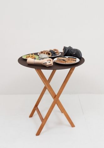 Josh Kline, 10% Tip (Applebee's Waitress' Hand and Foot), 2018. 3D-printed sculptures in plaster with inkjet ink and cyanoacrylate, custom tray, wooden stand, 36 x 28 1/2 x 28 1/2 inches (91.4 x 72.4 x 72.4 cm).