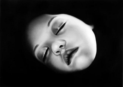 Untitled (Isabella), 2007. Charcoal on paper, 70 x 96 inches (image) (177.8 x 243.8 cm); 74-1/2 x 100-1/2 inches (frame) (186.7 x 252.7 cm). MP D-800
