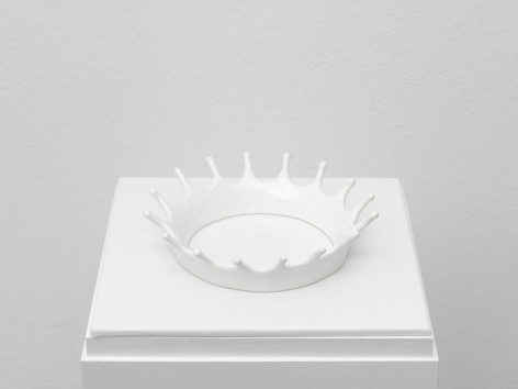 Jennifer Bolande cast porcelain in crown shape