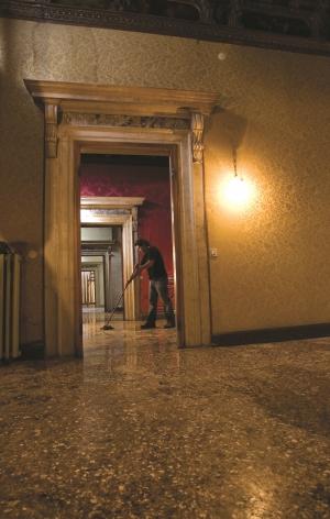 TERESA MARGOLLES, Cleaning