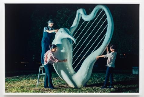 Christian Jankowski, Massage Masters (Seagull Harp)