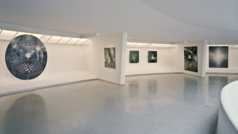 Installation view of Bleckner's show at the Guggenheim in 1995. The shot features 6 paintings, one round canvas and 5 square canvases of varying sizes.