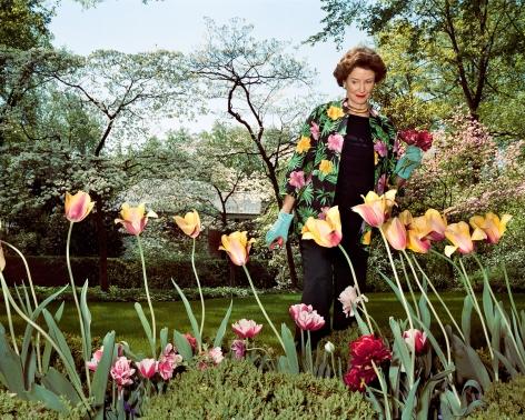 Sage Sohier, Mum in her garden, Washington D.C., 2003