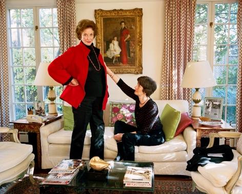 Sage Sohier, Mum and Laine in front of family portrait, Washington D.C., 2011