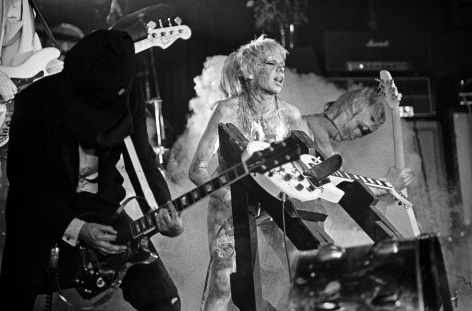 Michael Grecco, Wendy O. Williams gives the axe the saw, 1980