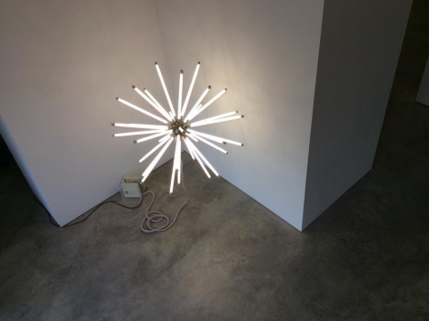 Thomas Glassford, Aster 140 T8/4100 K (red), 2003.  Fluorescent light, nickel plated brass, orange wire, red wire, electrical hardware, 55in.