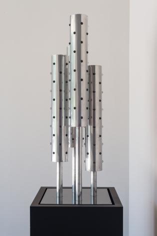 Gregorio Vardanega, Sans Titre, 1969. Aluminum, glass, metal, wood, light bulbs, motor, 54 1/8 x 14 1/8 x 14 1/8 in. (137.5 x 35.9 x 35.9 cm.)
