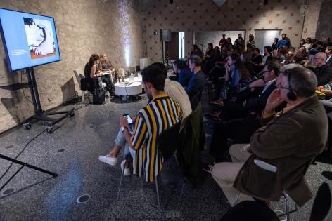 Melanie Smith and Tanya Barson in discussion atBarcelona Museum of Contemporary Art (MACBA), 2018. Farsa y Artificio opening.