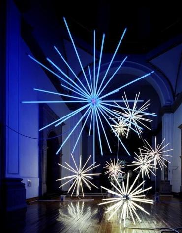 Thomas Glassford, Event Horizon, 2003. Fluorescent light, nickel over brass and electrical hardware, Laboratorio Arte Alameda, Mexico City, Mexico.