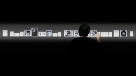 Oscar Muñoz, El Coleccionista, 2014-2016. 5 HD synchronized video projections with sound, 52 minutes (commissioned by MARCO Museo de Arte Contemporáneo de Monterrey, Mexico, and Jeu de Paume, Paris, France).