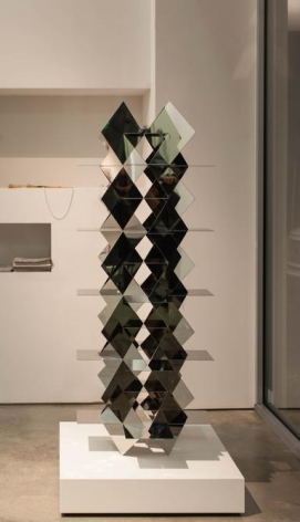 Francisco Sobrino, Structure Permutationnelle 2/3, 1963/2014. Mirrored stainless steel, 55 1/4 x 23 5/8 x 23 5/8 in. / 141.4 x 60 x 60 cm.