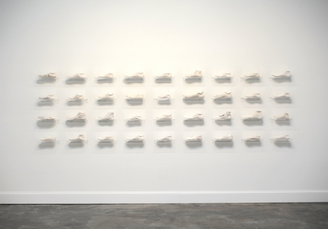 Clarissa Tossin, Ladrão de Tênis (Sneaker Thief), 2009. Hydrocal and acrylic shelves. Dimensions variable.