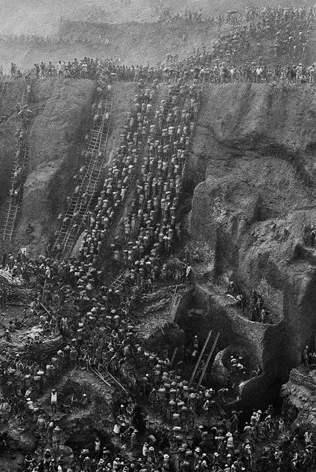 Gold Mine, Serra Pelada, Brazil (Figure Eight). 1986