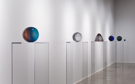 Helen Pashgian: Working in Light, Installation view