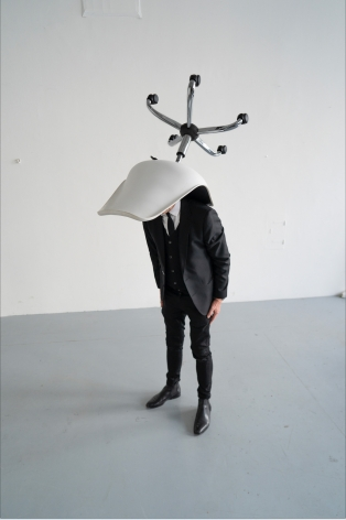 ERWIN WURM, One Minute Sculpture, 2020