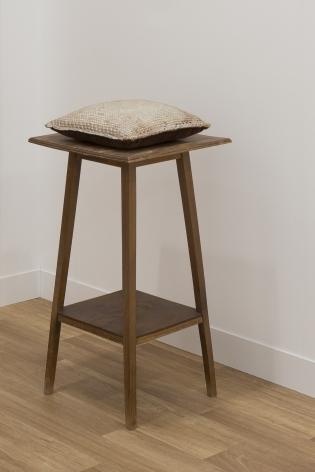 HEIDI BUCHER, Untitled (Kissen auf Tischchen / Pillow on little table), 1976-1978