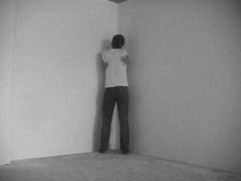 赫爾南·å·´æ–¯ All By Myself, 2004(video still)
