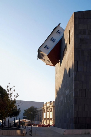 ERWIN WURM, House attack, 2006