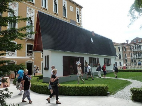"Erwin Wurm, ""Narrow House"""