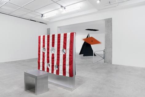 "Installation view of ""Kinetics of Violence: Alexander Calder + Cady Noland"" (2017)"
