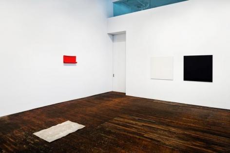 Summer Reading,curated by Richard Wentworth– installation view 8