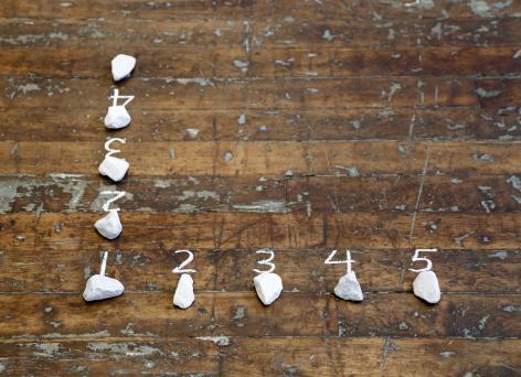 Mel Bochner, 5 Stones / 4 Spaces (Hinge)