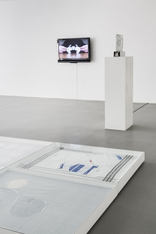 Push Pins in Elastic Space, curated by Gabriel Kuri– installation view 8
