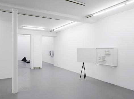Harald Klingelhöller – installation view 1
