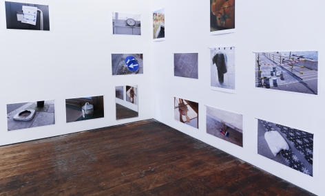 Richard Wentworth: motes to self – installation view 3