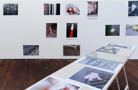 Richard Wentworth: motes to self – installation view 8
