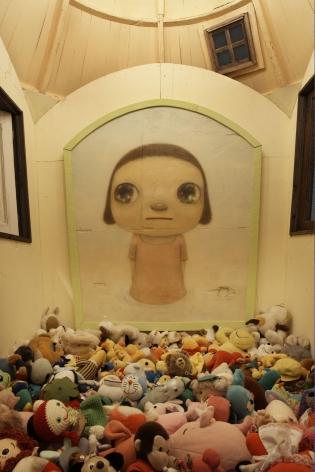 pile of dolls by yoshimoto nara