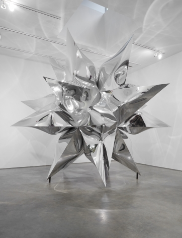 silver star by Frank Stella exhibited in a chelsea contemporary art gallery