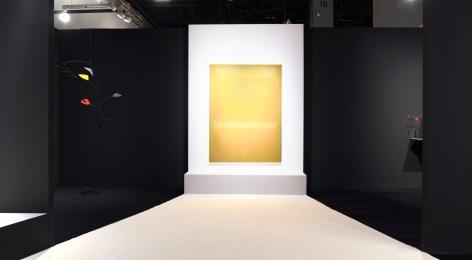 Installation view ofArt Basel | Miami Beach 2018, booth A4.Photography byStudio MDA., © 2018 Calder Foundation, New York / Artist Right Society (ARS), New York.©Helly Nahmad Gallery NY.