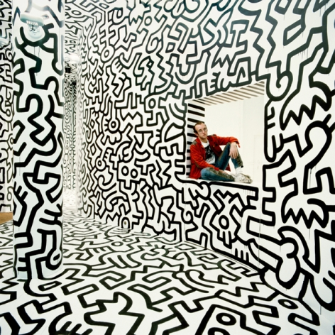 Tseng Kwong Chi, Haring Pop Shop Window New York1986