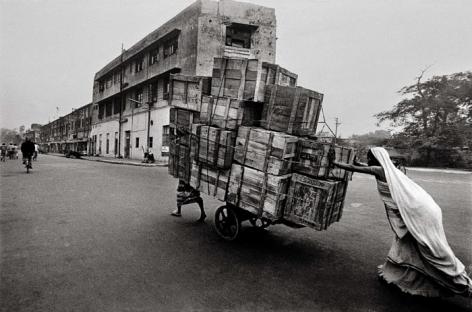 Raghu Rai WOMAN CART PUSHER, DELHI 1979 Digital scan of photographic negative on archival paper 20 x 30 in.