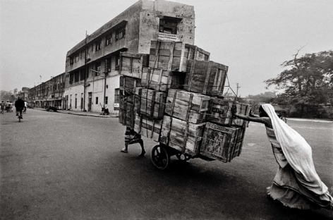 Raghu Rai WOMAN CART PUSHER, DELHI 1979 Digital scan of photographic negative on archival paper 20 x 30 in.