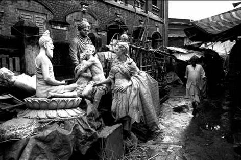 Sanjeet Chowdhury  Discarded Statues  2009  C-print on photographic paper  24 x 30 in.