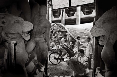Raghu Rai PREPARING FOR DURGA POOJA, KOLKATA 1999 Digital scan of photographic negative on archival paper 20 x 30 in.