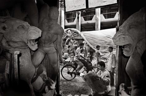 Raghu Rai PREPARING FOR DURGA POOJA, KOLKATA 1999 Digital scan of photographic negative on archival paper 20 x 30 in.