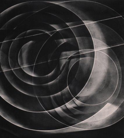 Luigi Veronesi, Fotogramma, 1936/1977. Abstract composition featuring two overlapping sets of concentric circles and two straight lines.