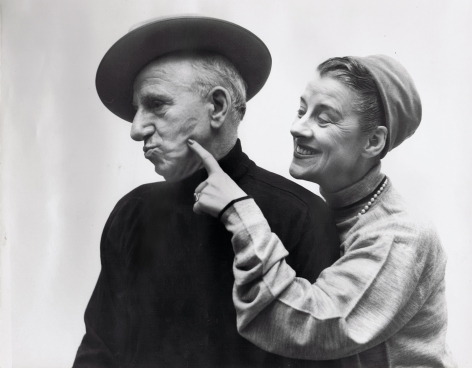 Richard Avedon, Jimmy Durante & Beatrice Lillie, 1951. A woman stands to the right, smiling towards a man in black. She points to the lipstick mark on his left cheek. Both have heads turned to the left.