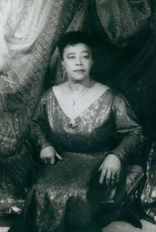 04. Carl Van Vechten, Mabel Mercer, 1963. Seated portrait with eyes cast toward the right of the frame.