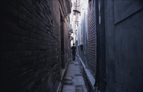 Zhao Zhao. Walk(Ed. 6), 2008.C-print, mounted on aluminum, 150 x 225 cm.Courtesy of the artist & PKM Gallery.