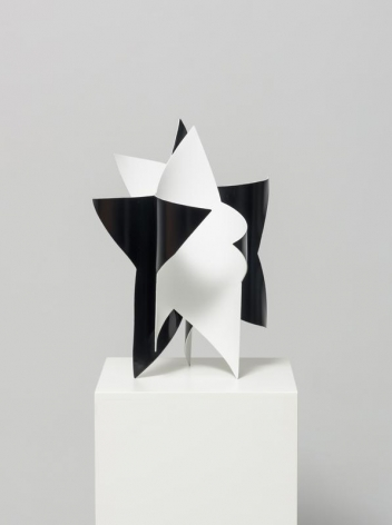 Wonwoo Lee. Dancing star (black and white), 2017. Steel, paint, 45 x 32 x 32 cm. Courtesy of the Artist & PKM Gallery.