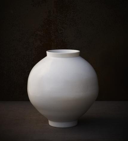 Kwon Dae-sup.Moon Jar, 2019,Glazed ceramic 52 (ø) x 52(h) cm.
